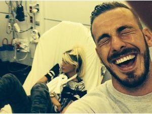 Aurélie Dotremont hospitalisée : le bras en écharpe, de quoi faire rire son Julien Bert !
