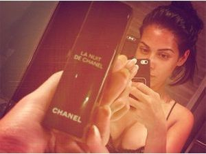 Ayem Nour : la bombesque brunette s'affiche hot et sans make-up !