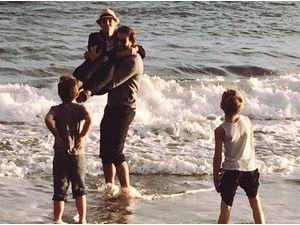 Britney Spears : heureuse dans les bras de Charlie, boyfriend et beau-père au top !