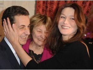 """Carla Bruni : sa mère, scandalisée, pense qu'on veut """"couper les jambes"""" de Nicolas Sarkozy !"""