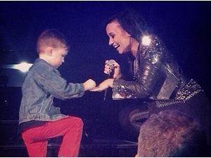 Demi Lovato : un fan de 5 ans la demande en mariage sur scène !
