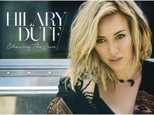 Hilary Duff : elle signe son come-back musical avec Chasing the Sun !