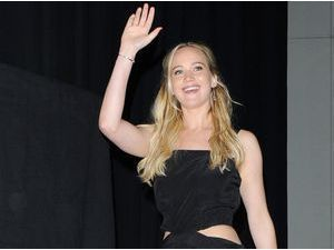 Jennifer Lawrence : Chanson et imitation, elle se lâche à la télé américaine !