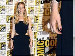 """Jennifer Lawrence et son tatouage raté : """"J'aurais dû vérifier sur Google"""" !"""