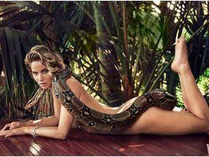 """Jennifer Lawrence : uniquement """"vêtue"""" d'un serpent, elle prend la pose entièrement nue pour Vanity Fair !"""