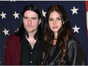 """Lana Del Rey : son ex continue d'y croire : """"Ce n'est pas fini. C'est seulement des histoires"""" !"""