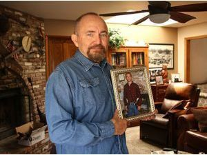 """Le père de Paul Walker se confie à propos de la mort de son fils : """"Chaque jour, je sens sa présence""""..."""