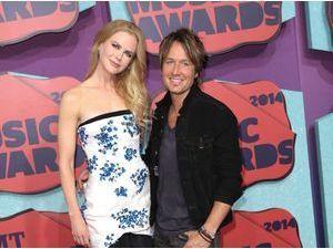 """Nicole Kidman : """"le cœur brisé"""" par le décès de son père, elle remercie ses fans…"""