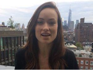 Olivia Wilde : découvrez sa version lactée de l'ALS Ice Bucket Challenge !