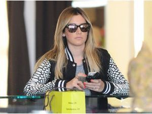 Photos : Ashley Tisdale : journée shopping en solo !
