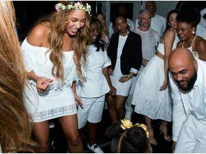 Photos : Beyoncé : bien moins secrète quand il s'agit du mariage de sa mère... Elle montre tout du grand jour !