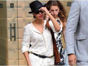 Beyoncé : diva stylée en total look blanc pour une virée new-yorkaise !