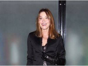 Photos : Fashion Week Haute Couture : Carla Bruni en extase pour Jean Paul Gaultier !