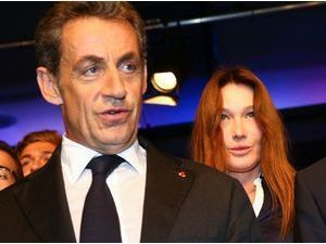 Photos : Carla Bruni-Sarkozy : elle reste en retrait pour ne pas voler la vedette à son homme au meeting de Nice !