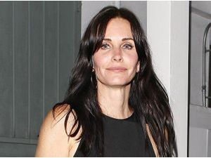 Photos : Courteney Cox : la star de Friends a fêté ses 49 ans !