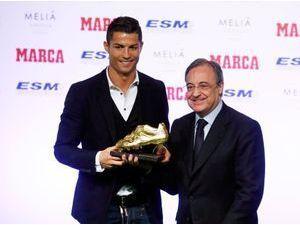 """Photos : Cristiano Ronaldo : un mec en or qui se rêve en """"meilleur joueur de tous les temps"""" !"""