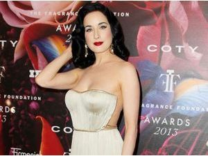 Photos : Dita Von Teese : à 40 ans, la pin-up frôle la perfection !