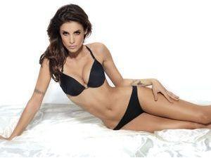 Photos : Elisabetta Canalis : l'ex de George Clooney fatale même en lingerie basique !