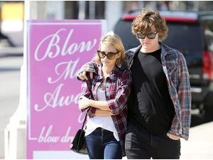 Photos : Emma Roberts et Evan Peters : des jeunes fiancés discrets mais assortis !