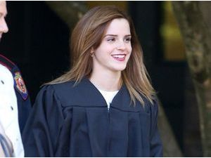 Photos : Emma Watson : radieuse pour assister à la cérémonie de remise des diplômes à Brown !