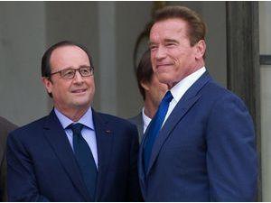 Photos : François Hollande embarrassé par Arnold Schwarzenegger à l'Elysée ?