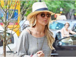 Photos : Talons hauts, micro short et crinière blonde... Jennifer Lawrence is back !