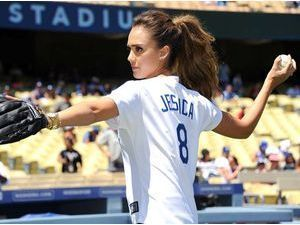 Photos : Jessica Alba : sur le terrain de baseball avec les Dodgers de Los Angeles !