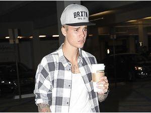 Photos : Justin Bieber n'a pas l'air dans son assiette...un rapport avec Selena Gomez ?