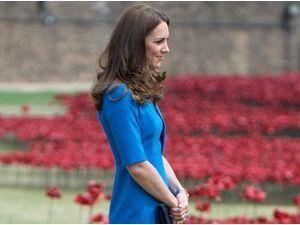 Photos : Kate Middleton : une belle plante dans un champ de coquelicots, en l'honneur des 100 ans du début de la Première Guerre Mondiale !