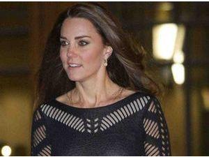 Kate Middleton : une future maman ravissante dans sa petite robe noire !