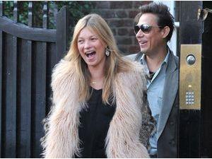 Photos : Kate Moss : surexcitée, elle part fêter son anniversaire avec son mari !