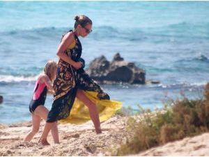 Photos: Kate Moss, vacances en famille aux Baléares !