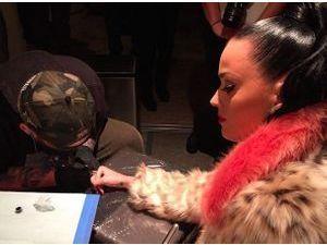 Katy Perry : découvrez son nouveau tatouage en l'honneur du Super Bowl !