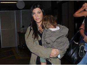 Photos : Kourtney Kardashian : retour discret à L.A. en compagnie de Mason et Penelope !