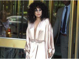 Photos : Lady Gaga : sexy dans son déshabillé, elle n'a pas froid aux yeux !