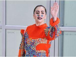 Photos : Lady Gaga : une arrivée colorée en Corée !