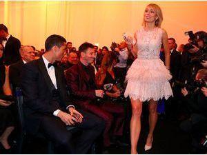 Photos : Lionel Messi et Cristiano Ronaldo sont subjugés par la beauté de Stephanie Roche !