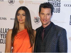 Matthew McConaughey : première chic et flashy à Rome en compagnie de sa magnifique épouse !