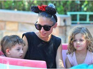 Photos : Nicole Richie : petite pause bien méritée à Disneyland avec sa marmaille !