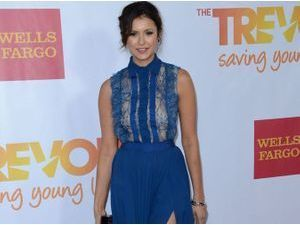Nina Dobrev : beauté glamour à Hollywood !