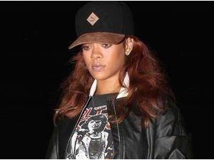 Rihanna : rentrée de vacances, elle a du mal à décrocher un sourire !