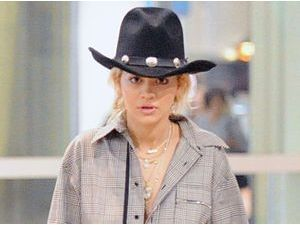 Photos : Rita Ora : une cow-girl à Dubaï !