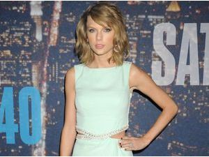 "Photos : Taylor Swift : la ""Mean Girl"" fait le show aux 40 ans du Saturday Night Live !"