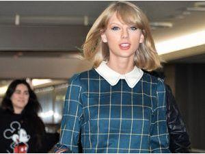 Taylor Swift : plus forte que Britney Spears, elle débarque avec le sourire au Japon !