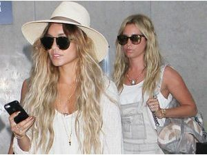 Photos : Vanessa Hudgens et Ashley Tisdale : retour à Los Angeles après un week-end de pure folie à Miami !