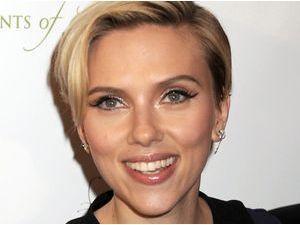 Scarlett Johansson est une jeune maman fatiguée !