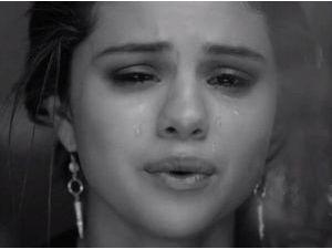 Selena Gomez : en larmes dans son nouveau clip... Clairement destiné à Justin Bieber !