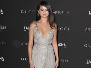 Selena Gomez : sortie de son best-of annoncée, elle est prête à partager ses nouveaux titres inédits !
