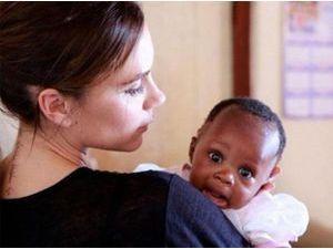 """Victoria Beckham : sa mission humanitaire lui a """"ouvert les yeux"""" !"""