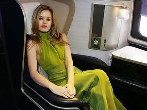 Georgia May Jagger joue l'hôtesse de l'air glamour pour British Airways !